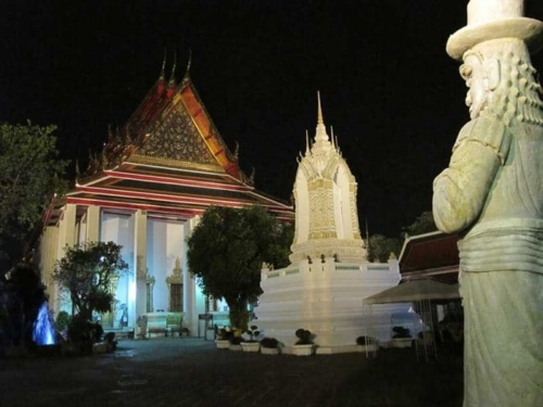 Go-Black-night-tour-with-Go-Bangkok-tours-9-700x525