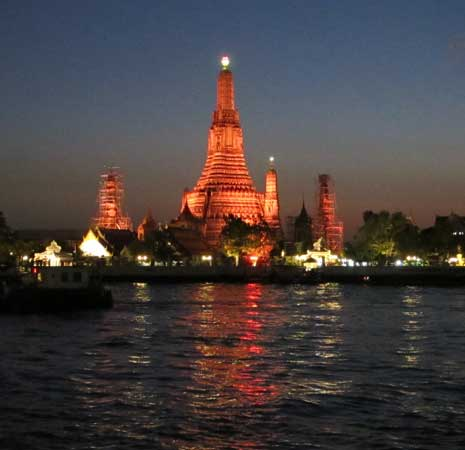 Go-Black-self-guided-Wat-Arun-Bangkok-night-tour